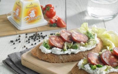 Crostoni scarola e salame piccante