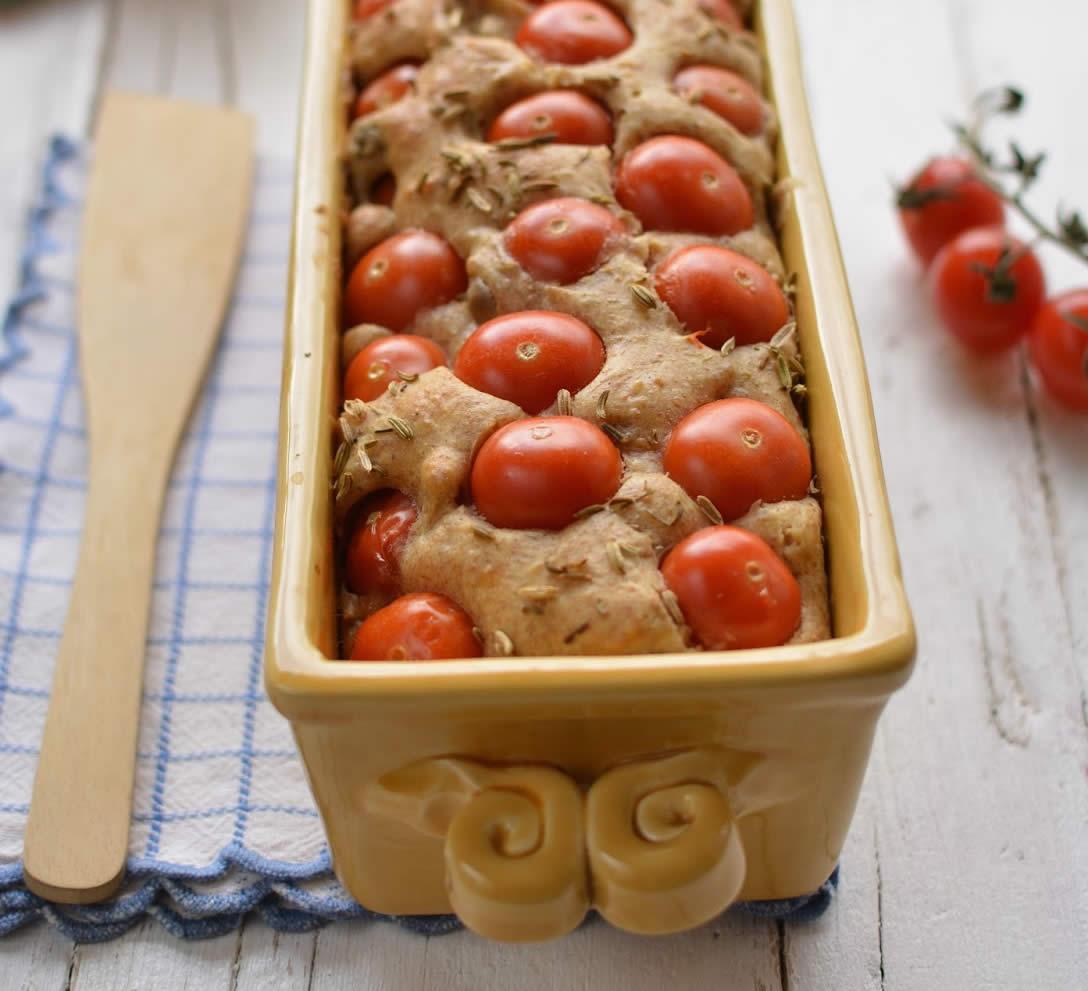 cake-salato-con-ciliegini-caprino