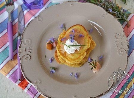 Pancake-salati-con-trota-affumicata-formaggio-e-fiori-di-rosmarino-450x329