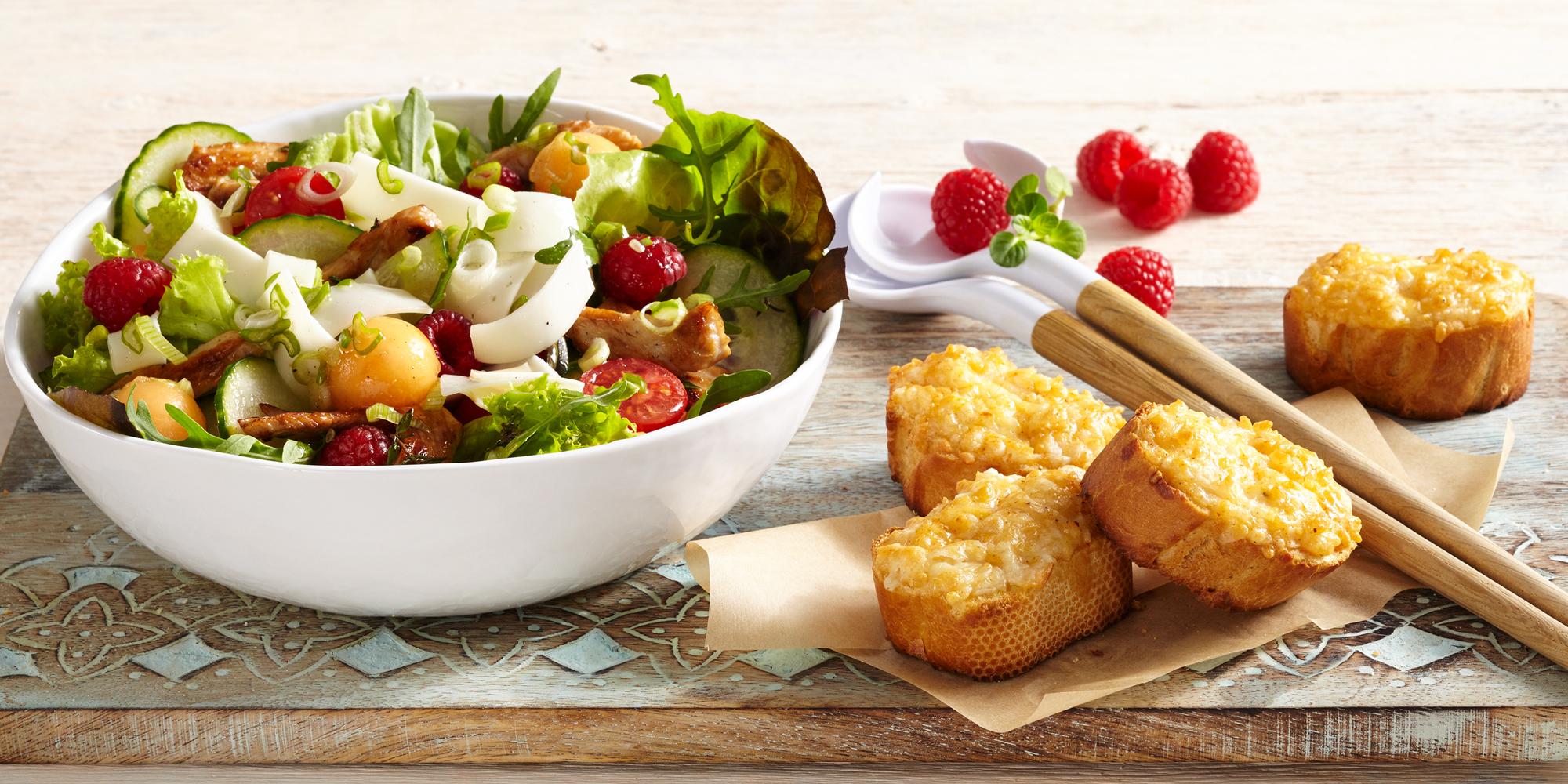 insalata-formaggio-di-capra-formaggio-a-fette-e-tacchino